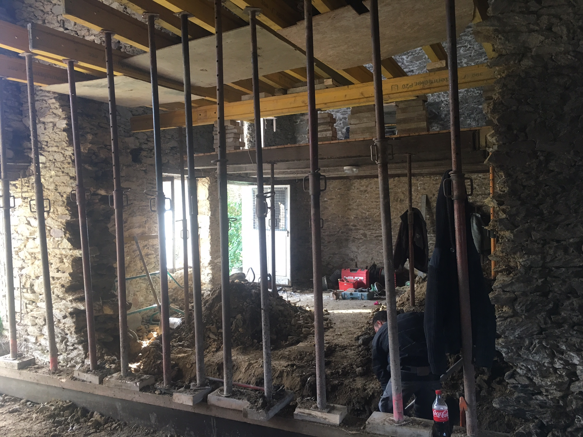 r novation de l 39 extension d 39 une maison en pierre beauvir. Black Bedroom Furniture Sets. Home Design Ideas