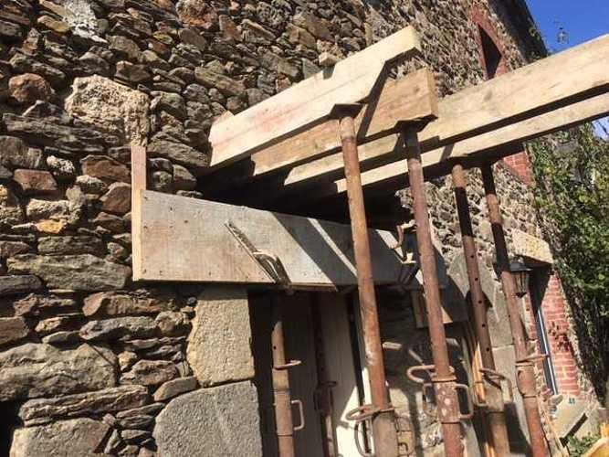 Remplacement de linteau bois par un linteau béton bouchardé et percement mur- Pleurtuit img1930