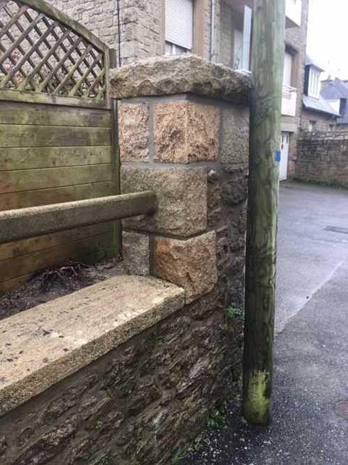 Réhausser des piliers de pierres img2281